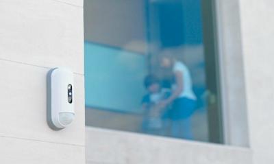 Furti in abitazione: come proteggere l'esterno della casa con i sensori perimetrali