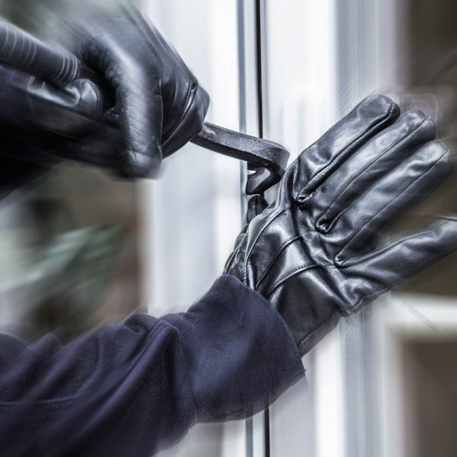 Le ultime tecniche usate dai ladri per entrare in casa e rubare gioielli e contanti
