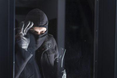 Vacanze di primavera: 3 mosse per non far capire ai ladri che non siamo in casa