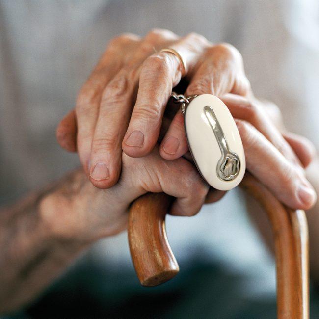 Come funziona il salvavita per anziani