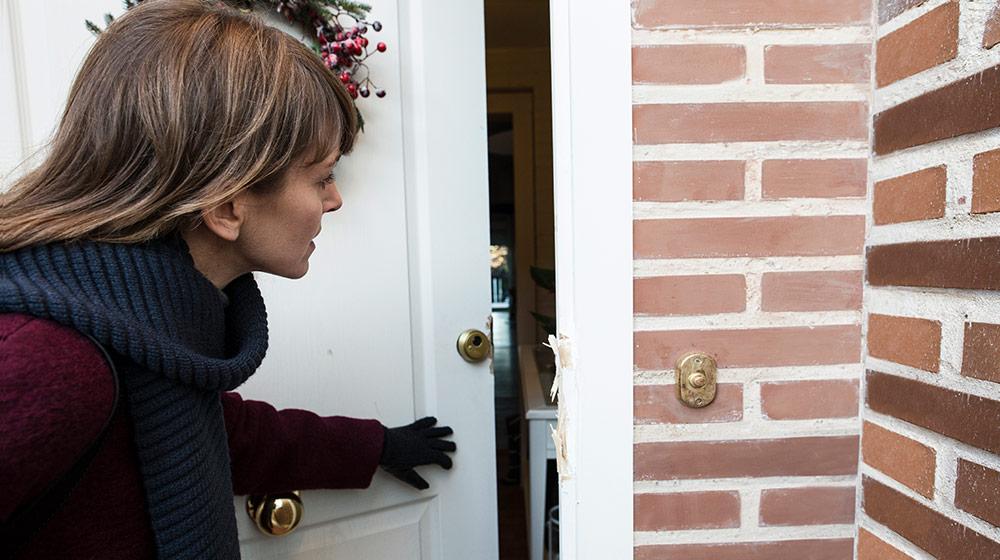 na donna scopre di aver subito un furto in casa durante le ferie di Natale